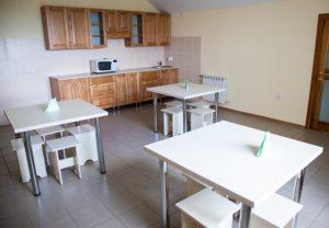 Площадь комнаты приема пищи и отдыха персонала должна составлять