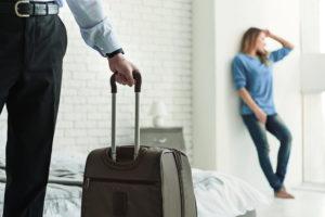 Как выгнать сожителя из дома если он не уходит