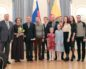 Вручение награды многодетным семьям на день матери